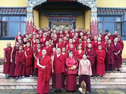 德噶光明寺及佛學院僧眾