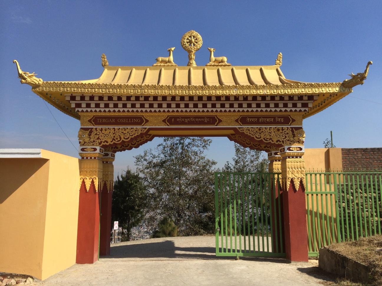 16. 德噶光明寺的前門
